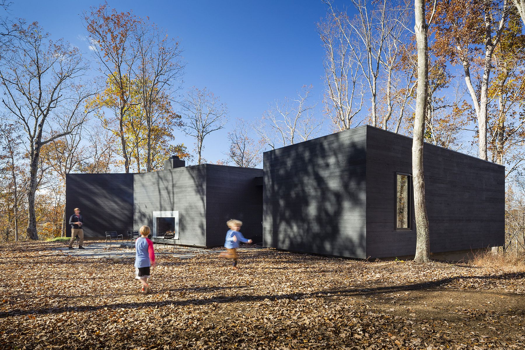 Contemporary and unique James River House in Scottsville Design That Connects with Nature: Dark and Dashing James River House