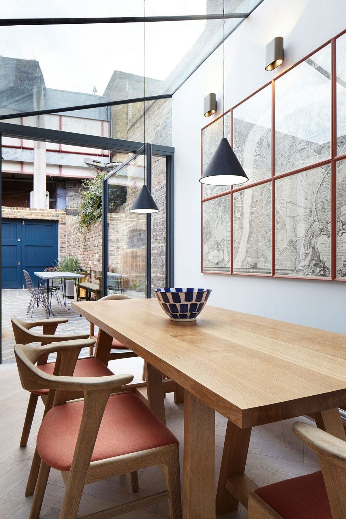 Contemporary extension of heritage London home with dining area and kitchen