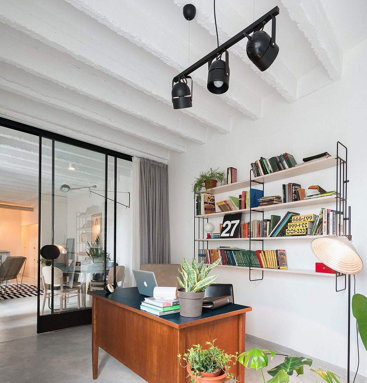 Custom furniture and open shelves for the contemporary home office