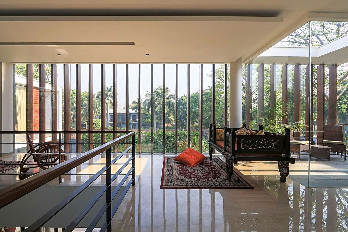 Design of the top level with glass walls and wooden slats combines privacy with smart ventilation
