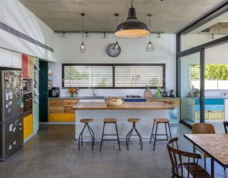 LaHO: Breezy Israeli Home Inspired by the Design of a Lifeguard Tower