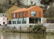South Street: Riverside English Home in Cor-Ten Steel and Concrete