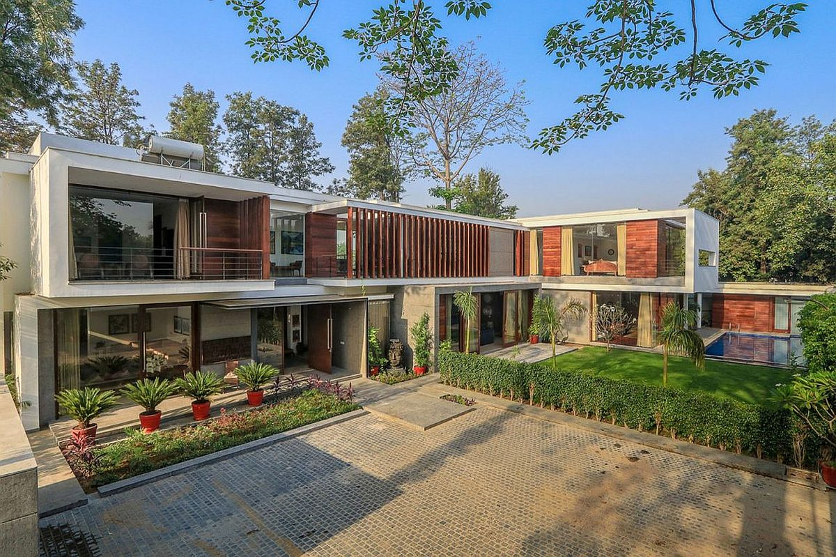 Gallery House in Chhatarpur India Wooden Slats, Glass Walls and Modern Grandeur: Gallery House in India