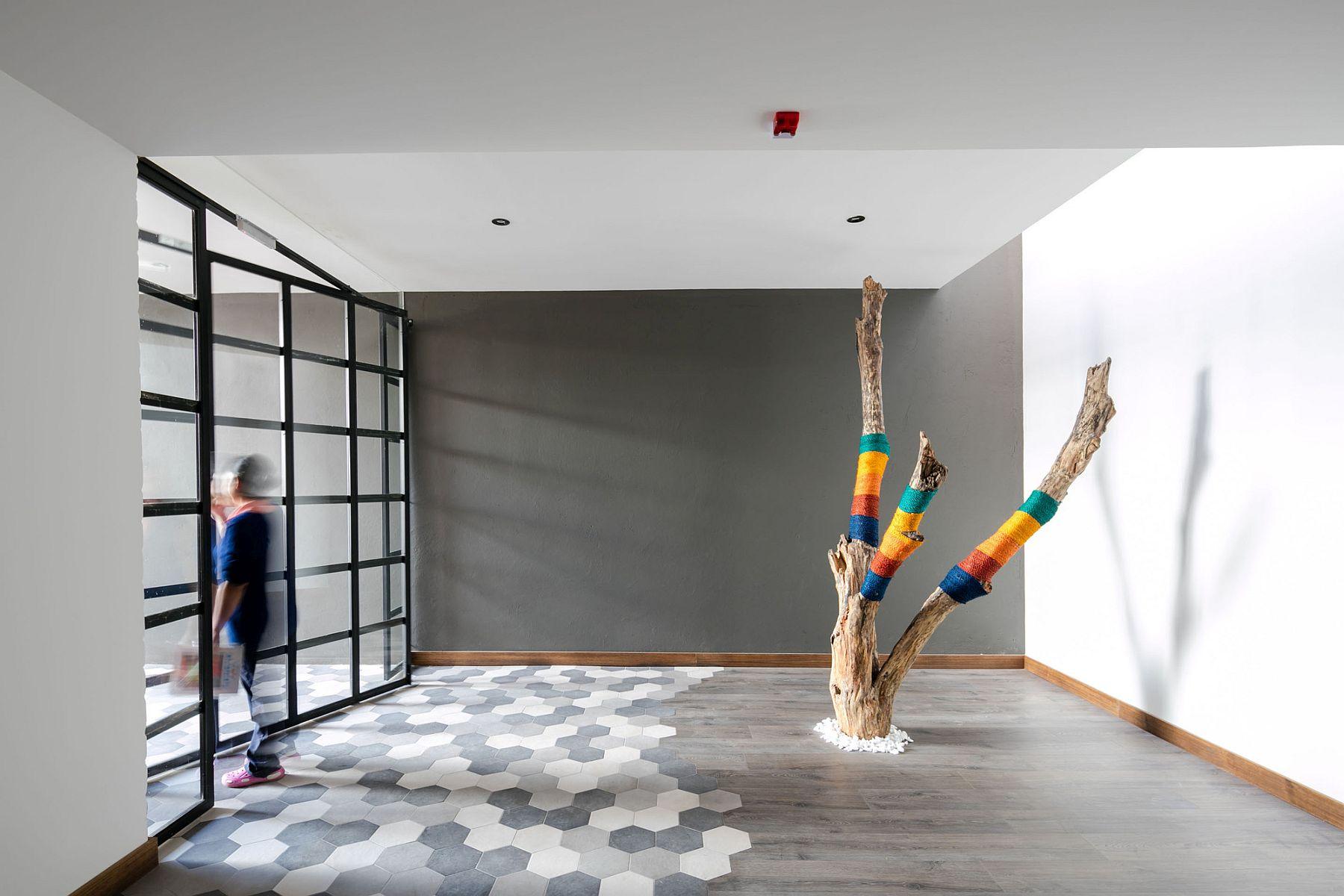 Hexagnal floor tiles bring contrast to the interior