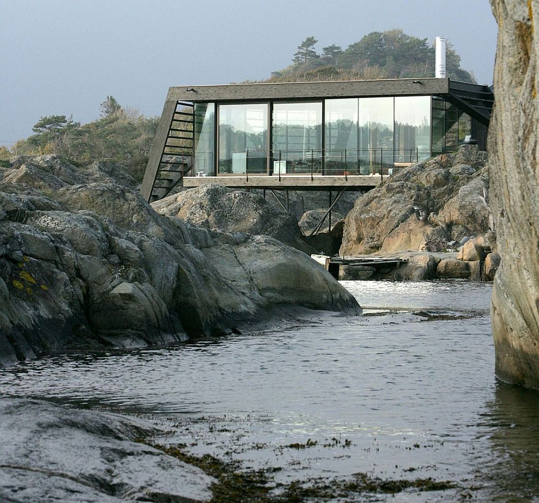 Holiday home on a Norwegian island by by Lund Hagem