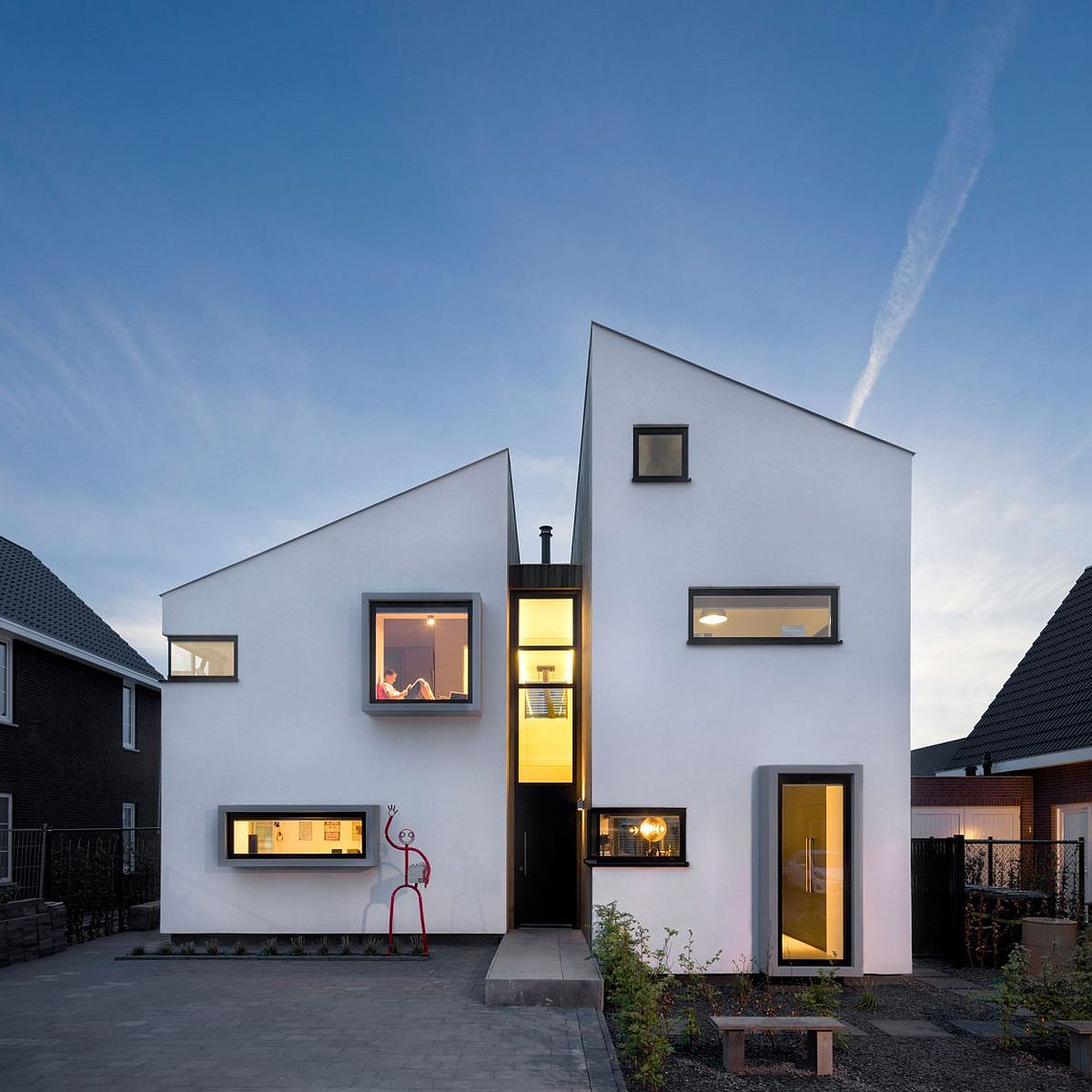 House daasdonklaan traditional dutch design meets modern for Modern house definition