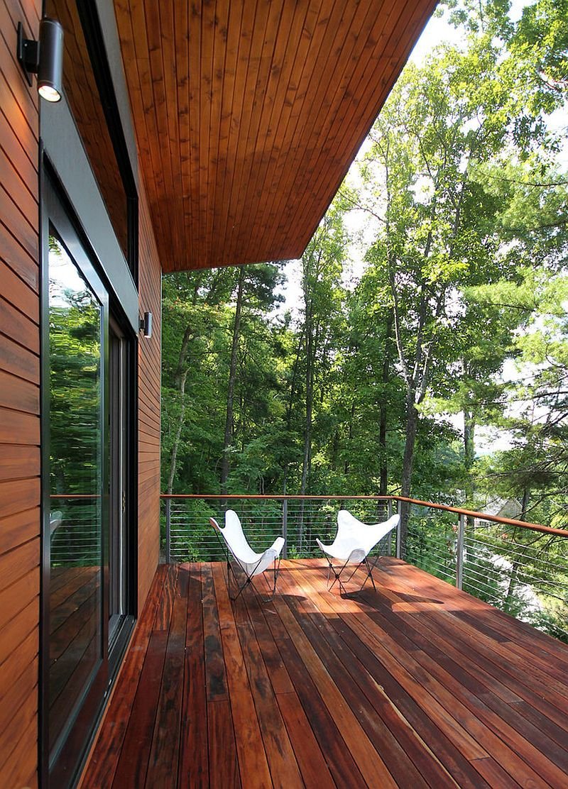 It is the view outside that makes this contemporary deck so very special