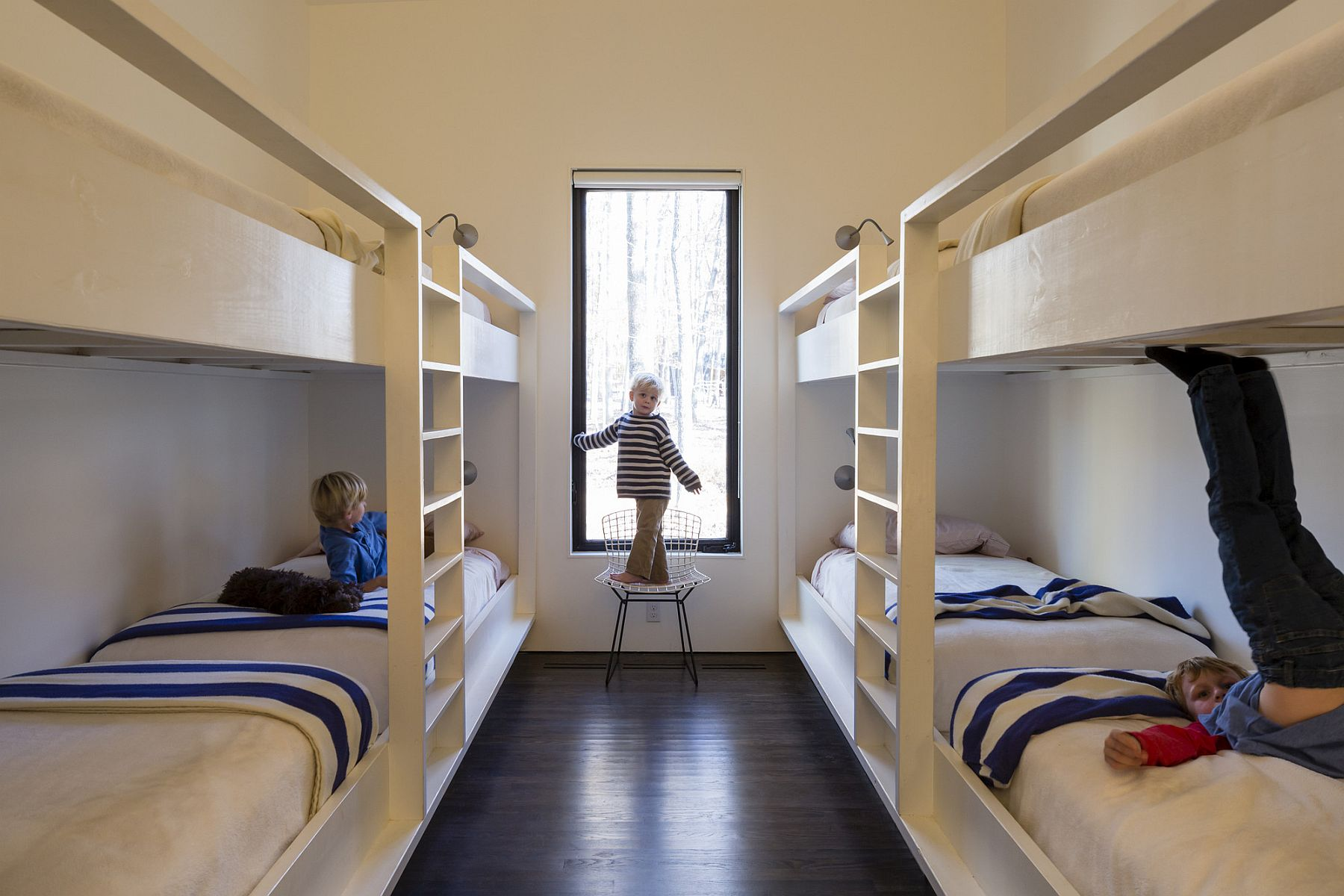 Kids' bunk bedroom idea