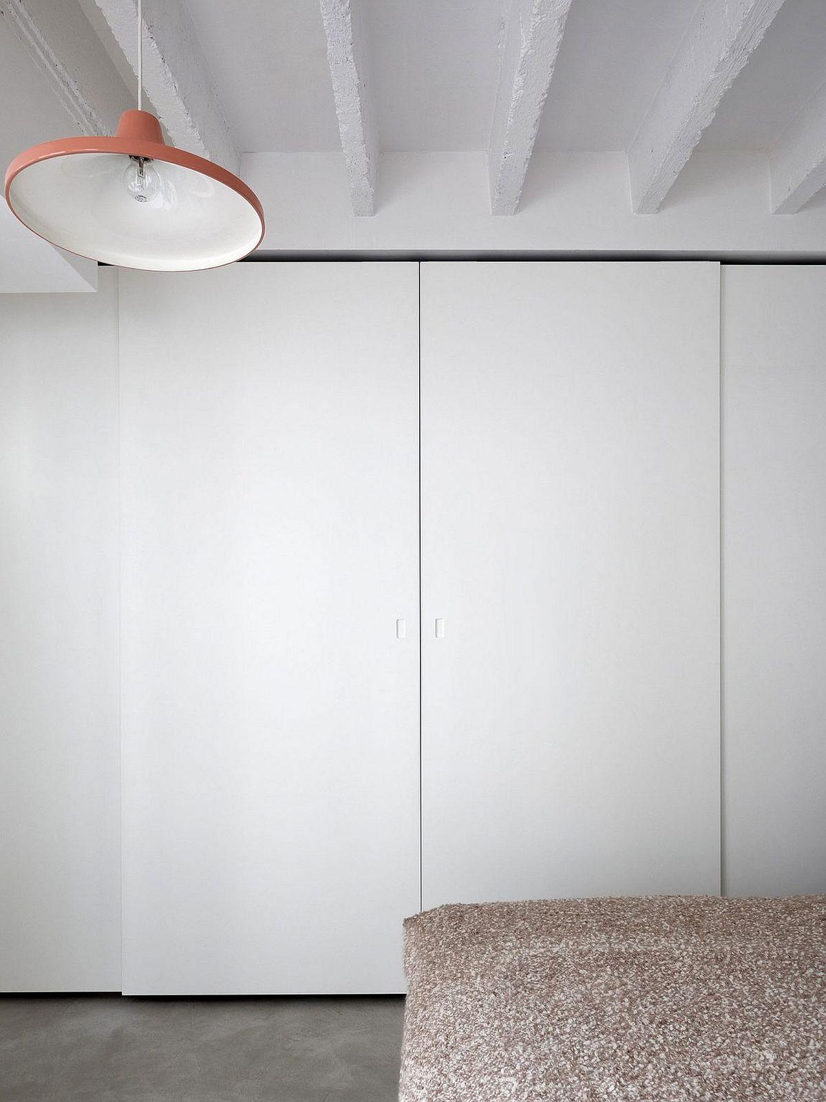 Minimal bedroom wardrobe design in white