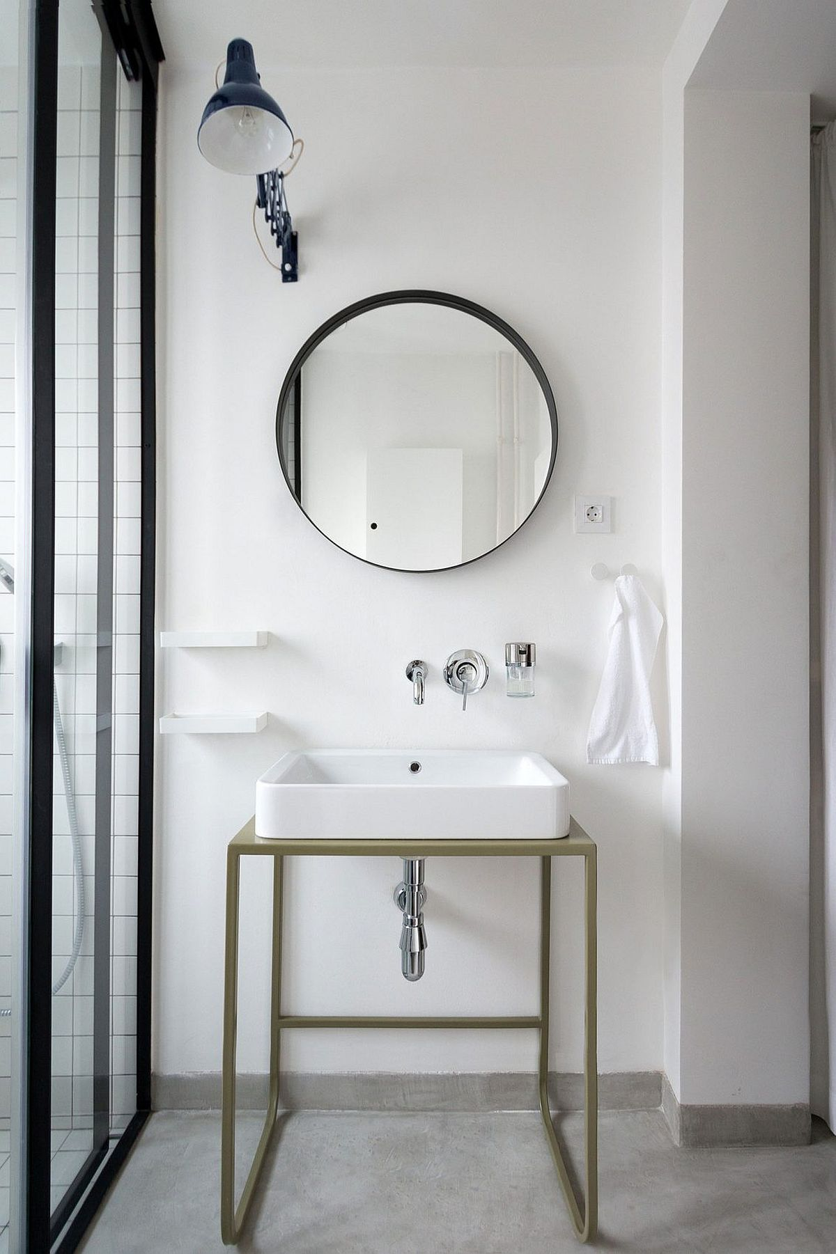 Minimal sink and vanity design with mirror above it