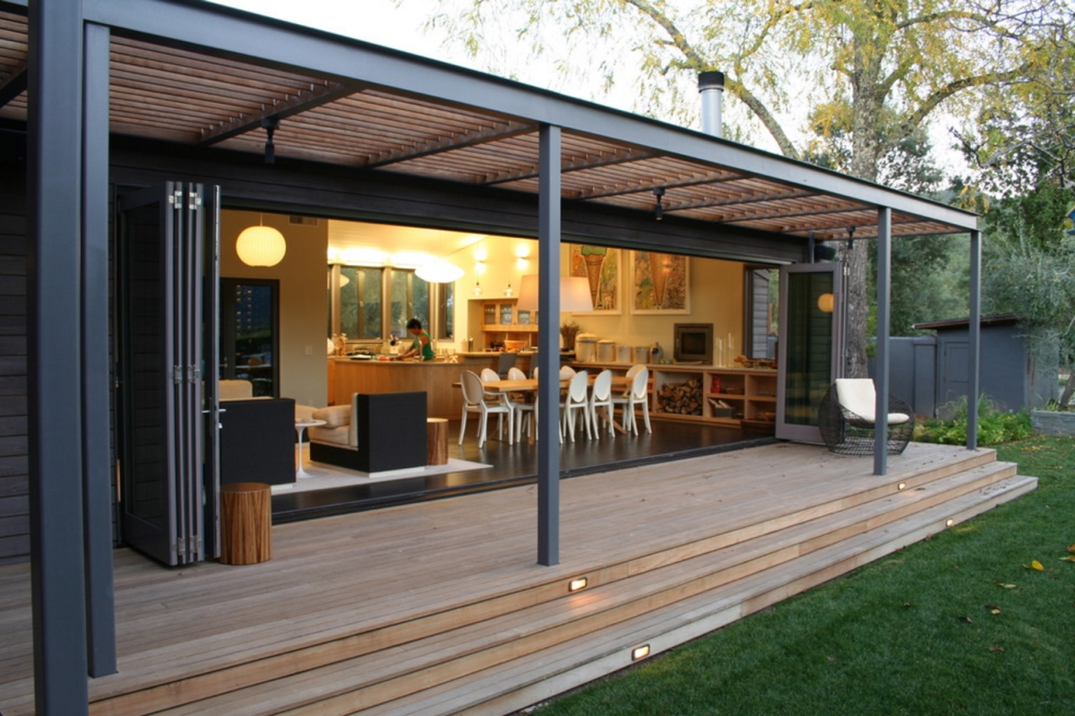 Modern back porch from Lorin Hill Architect