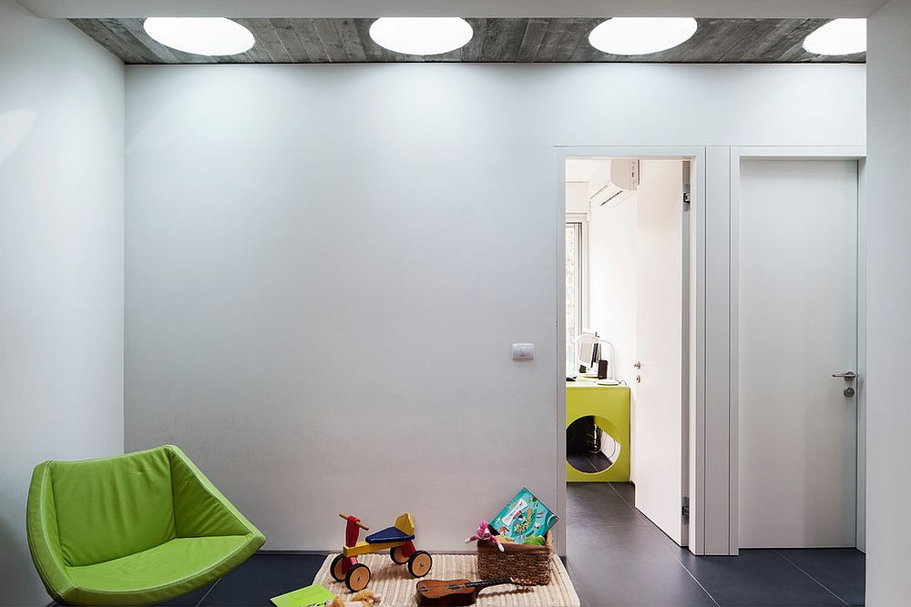Modern kids' playroom and bedroom with a series of skylights [Design: arbejazz architects studio]