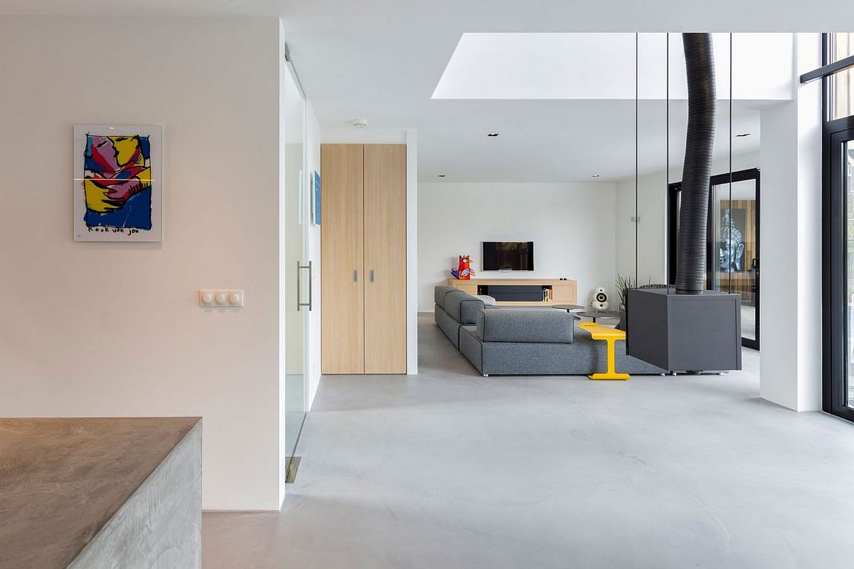 Open and spacious contemporary interior of House Dassdonklaan