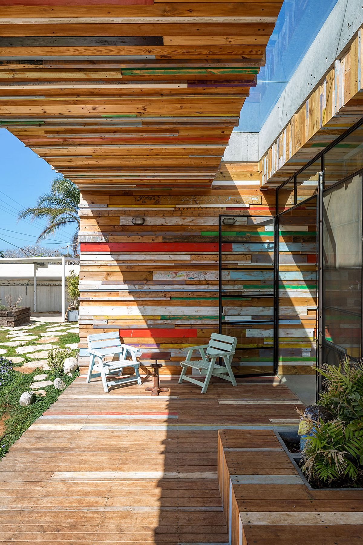 Reclaimed wood gives the smart home a unique facade
