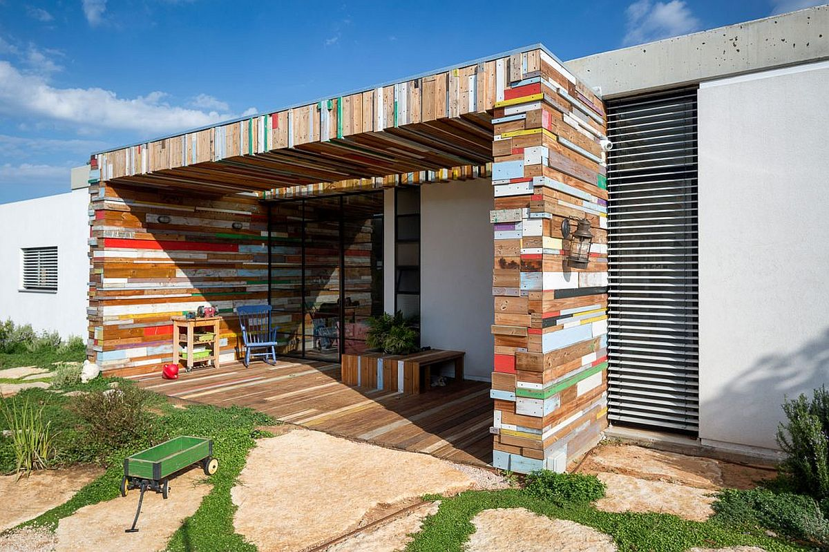 Reclaimed wooden planks shape a gorgeous patio and outdoor hangout