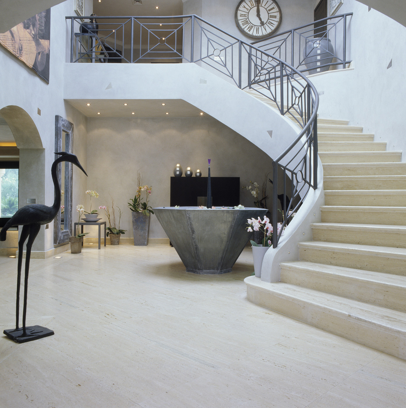 Sculptural features in a modern foyer