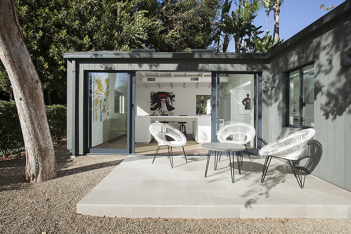 Small outdoor spaces allow you to enjoy the landscape and the view outside