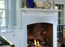 Smart-fireplace-for-the-traditional-kitchen-becomes-the-visual-focal-point-217x155