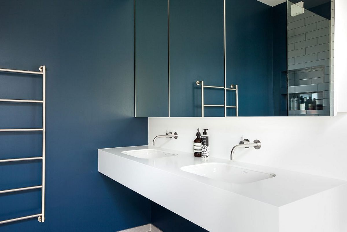 Sparkling contemporary bathroom in dark blue and white