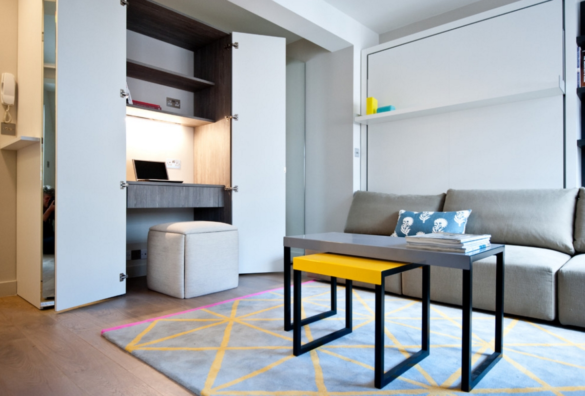 Studio apartment with mirrored wardrobe office (via Houzz)