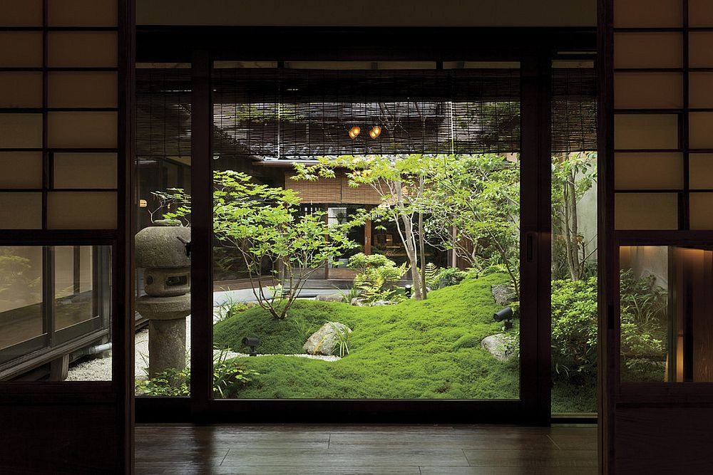 Traditional Asian garden design revitalizes the courtyard [Design: WA-SO Design / Takanori Tomiura – Studio BUG]