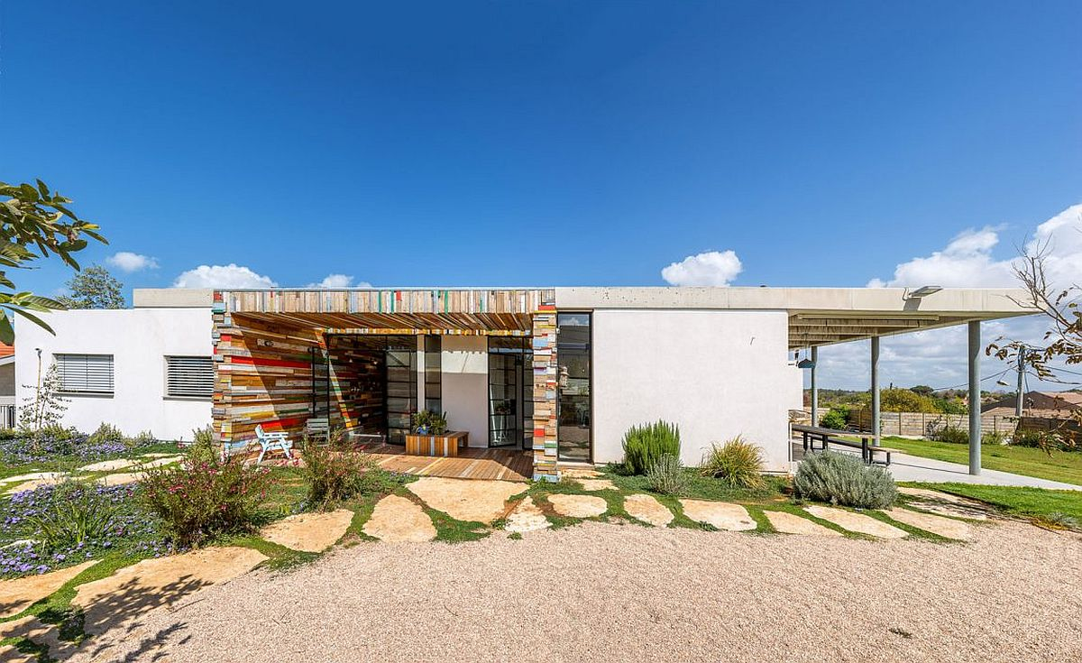 Breezy Israeli Home Inspired By A Lifeguard Tower Brahma