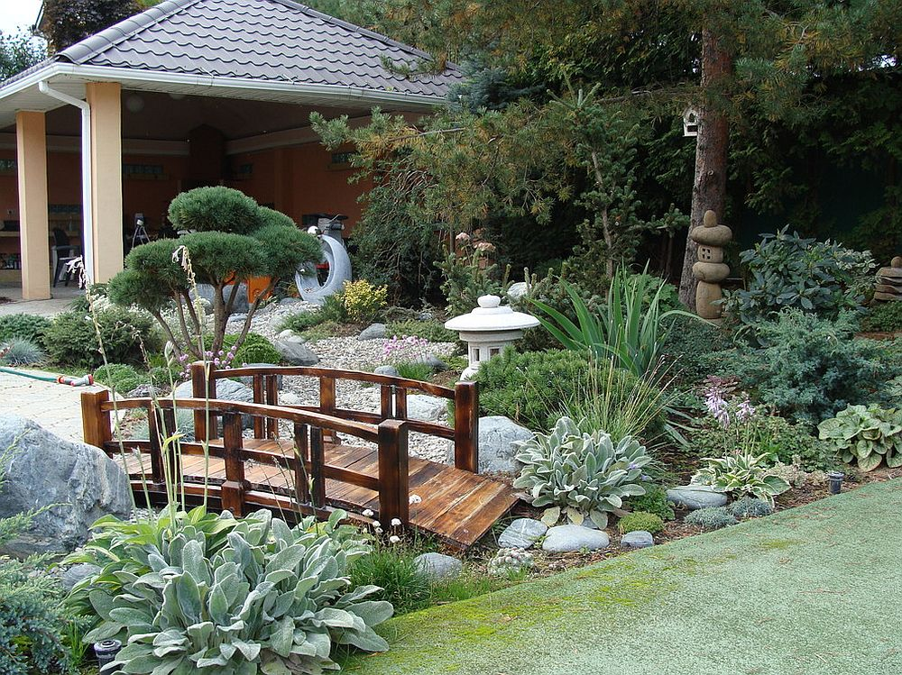 Oriental landscape 20 asian gardens that offer a tranquil for Japanese garden backyard designs