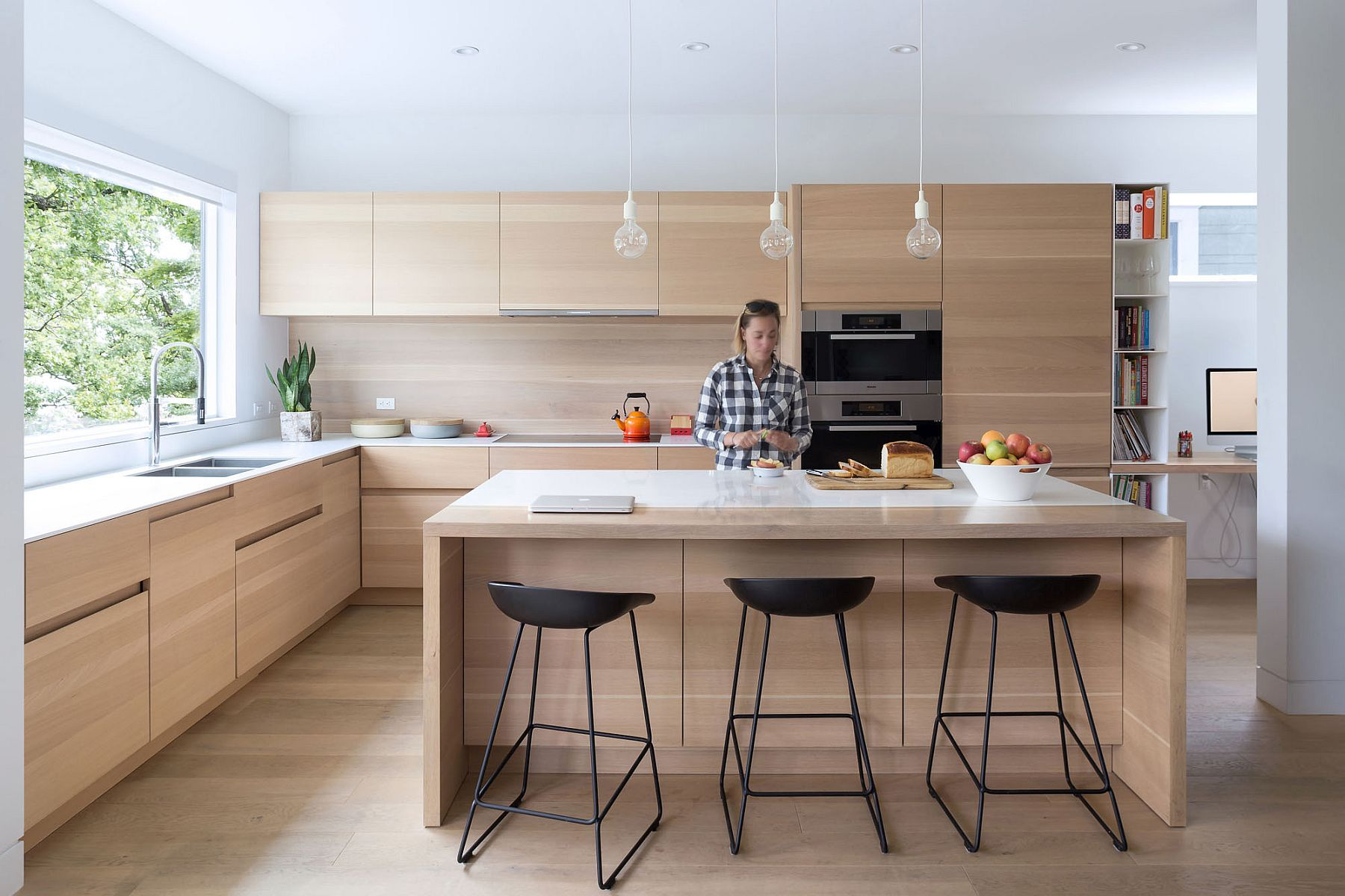 Wooden cabinets, island and backsplash for the breezy modern kitchen