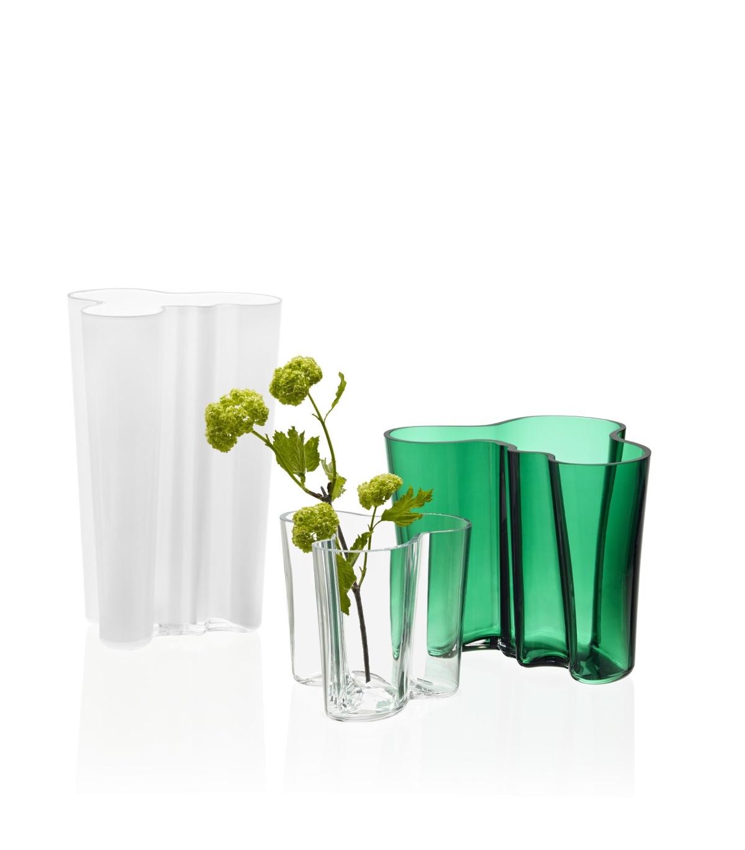 Aalto Vase in emerald green.