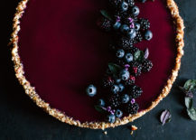 Berry tart with basil by Kraut|Kopf