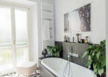 Black and white small bathroom idea