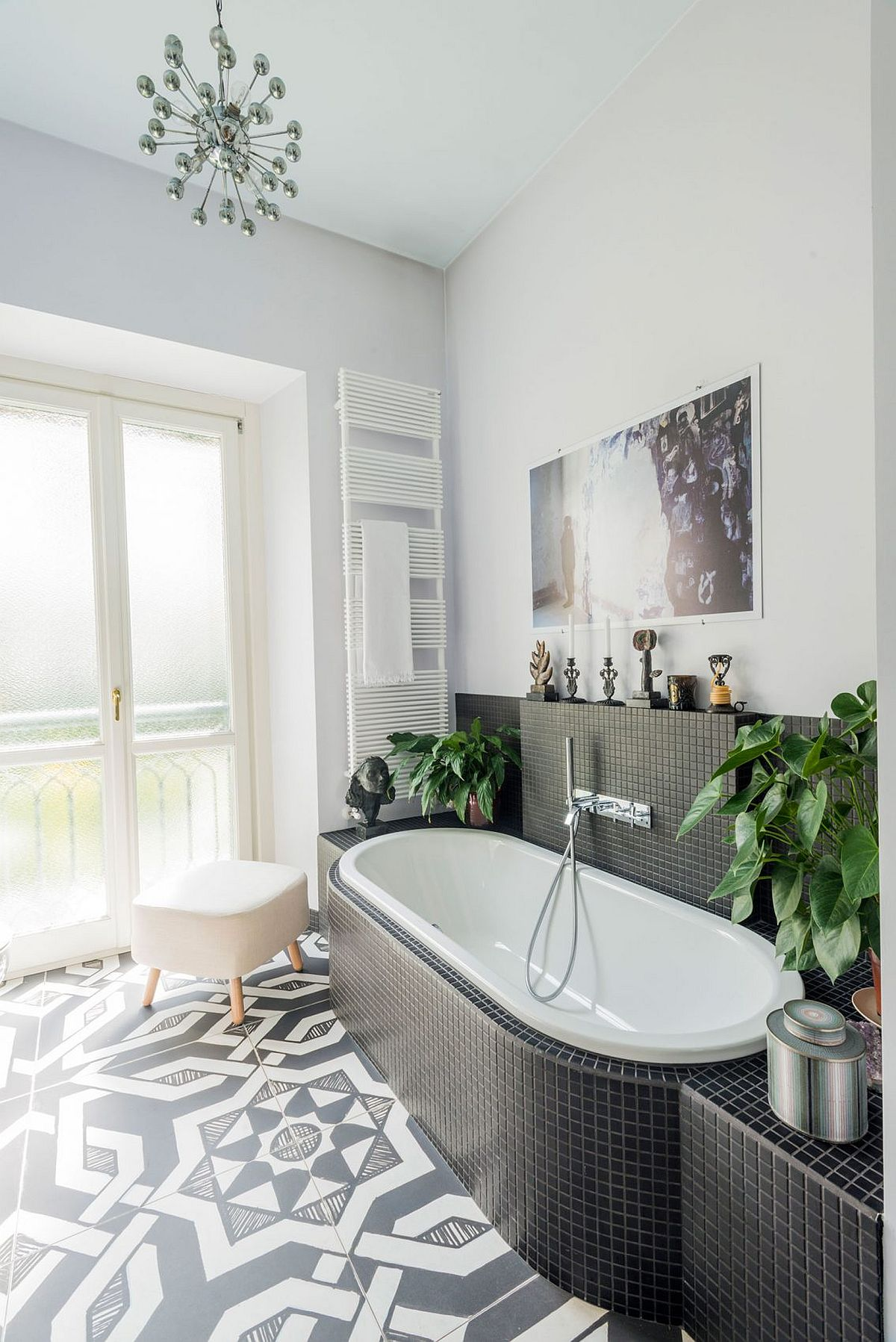 Black and white small bathroom idea