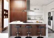 Brick-and-wooden-surfaces-add-textural-beuaty-to-the-kitchen-217x155
