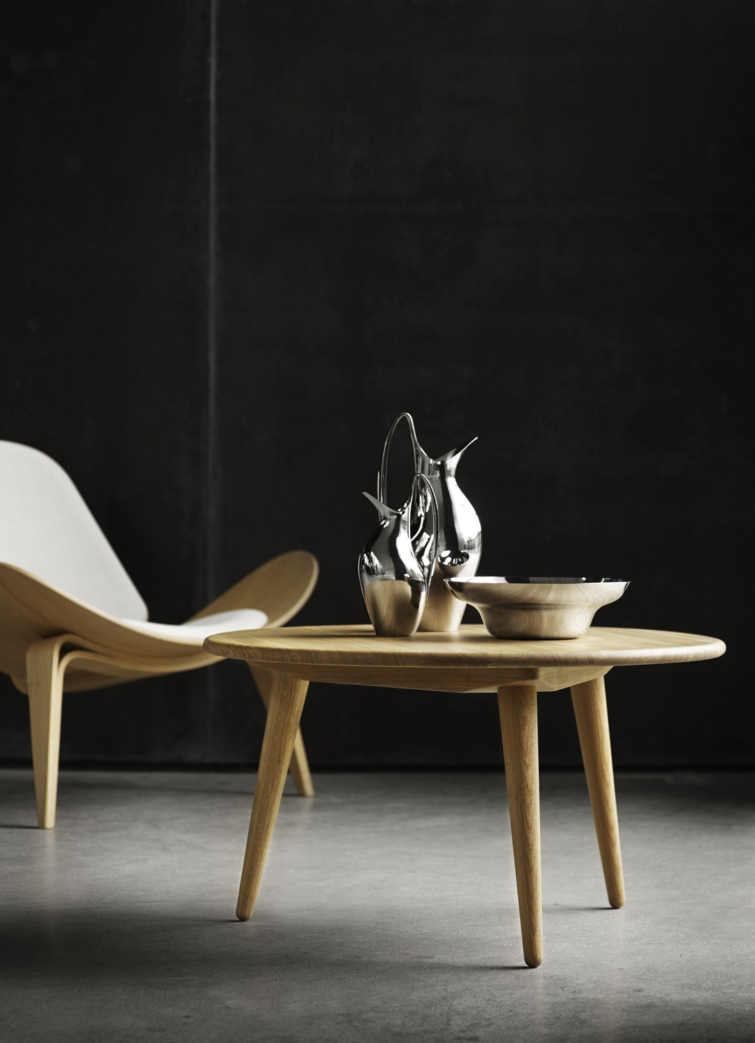 Find a superlative level of hygge in Hans J. Wegner's CH07 Shell Chair and CH008 coffee table. Image courtesy of Carl Hansen & Søn.