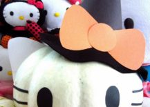 Cute and cuddly Hello Kitty pumpkin is perfect for your little princess' Halloween [From: DIYInspired]