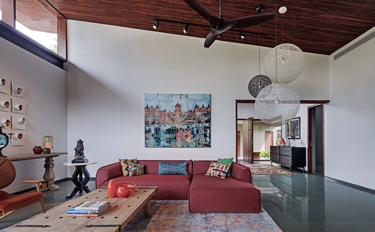 Decor from B&B Italia and Moooi shape the living room of the stylish Hyderabadi home