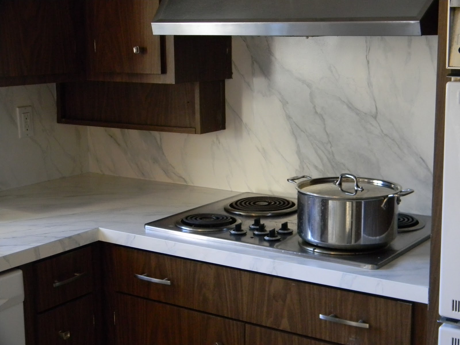 Faux marble countertops and backsplash from Gorgeous Shiny Things