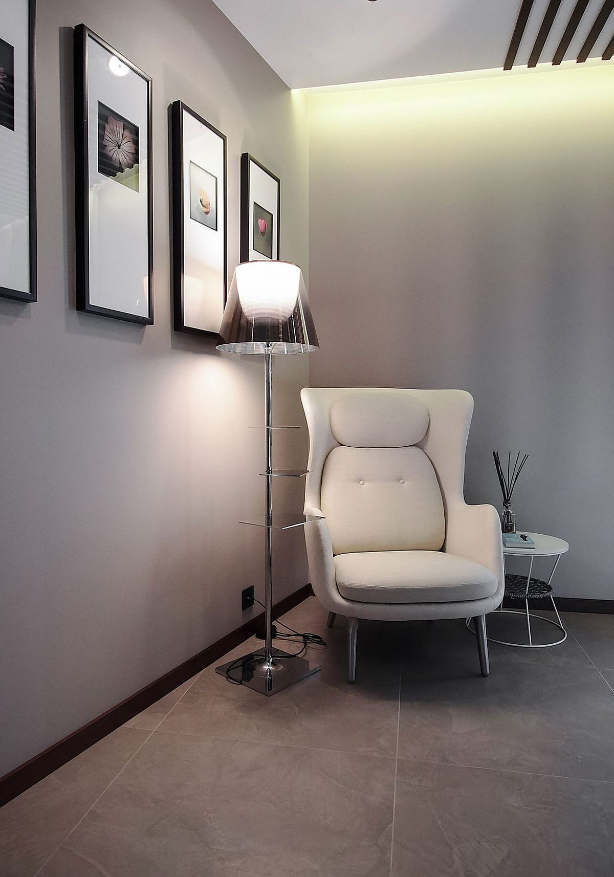 Floor lamp adds Hollywood Regency glam to the bathroom