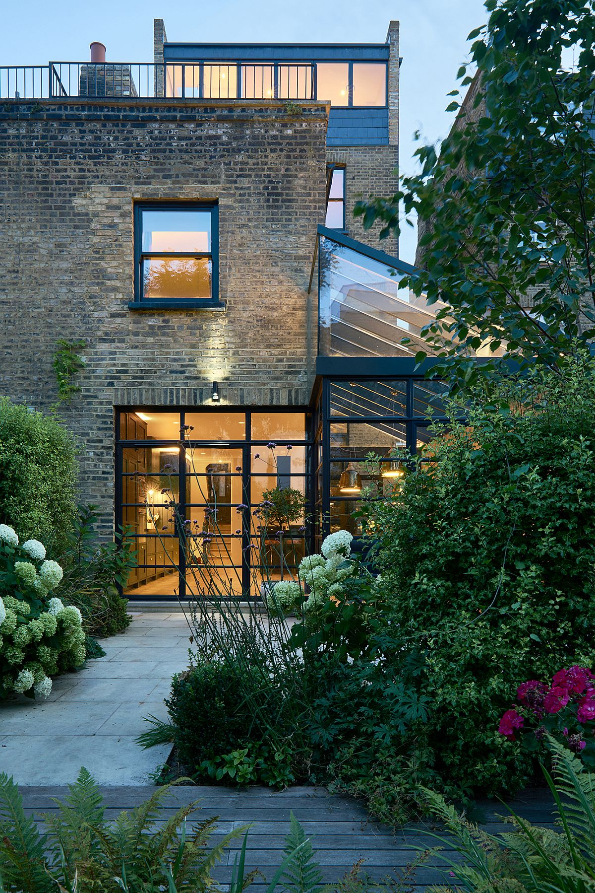 Modern extension using crittall windows refreshes for Terrace in house
