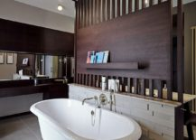 Freestanding-bathtub-in-white-217x155