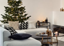 Gold-toned decor in a white room by H&M Home