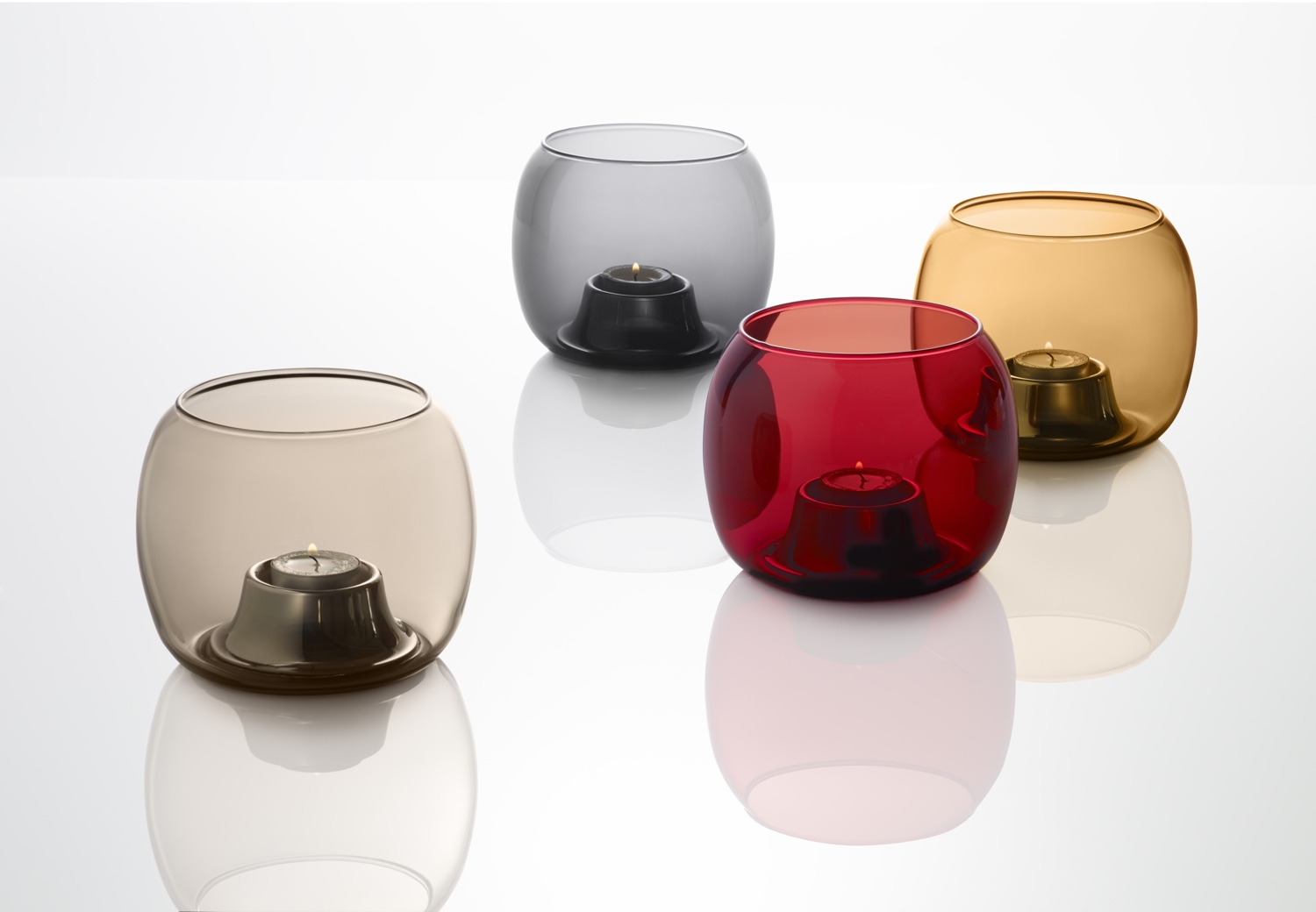 Kaasa Tealight candleholders by Ilkka Suppanen for Iittala. Image © Fiskars Finland.