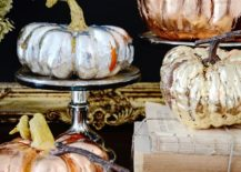 Metallic-pumpkin-centerpiece-for-a-glittering-Halloween-dinner-party-217x155