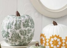 Paint and patern can turn your pumpkin into a artistic masterpiece