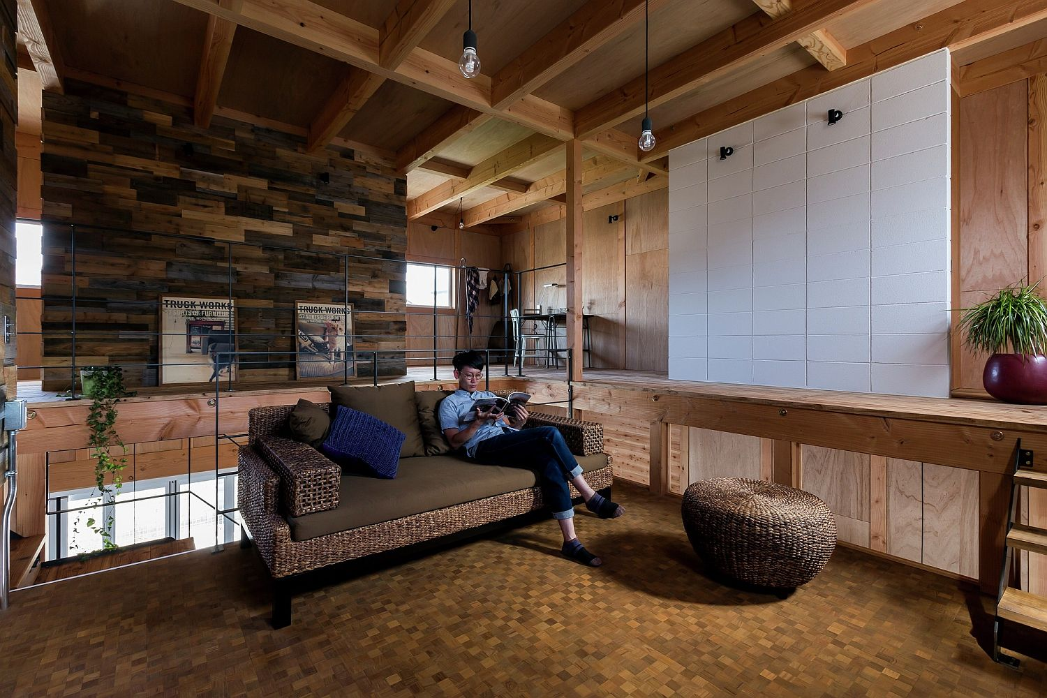 Reclaimed wood walls for the modern living room