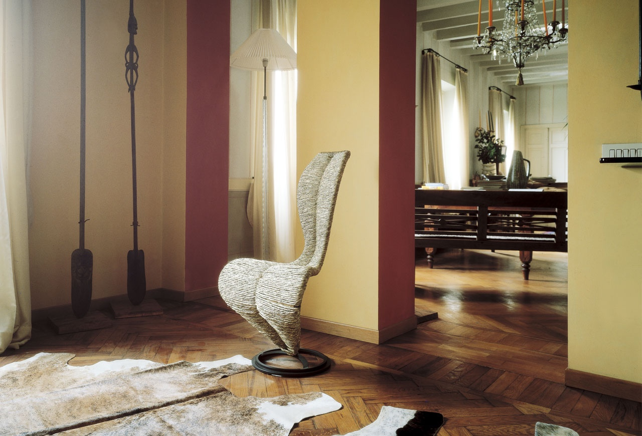S chair by Tom Dixon.