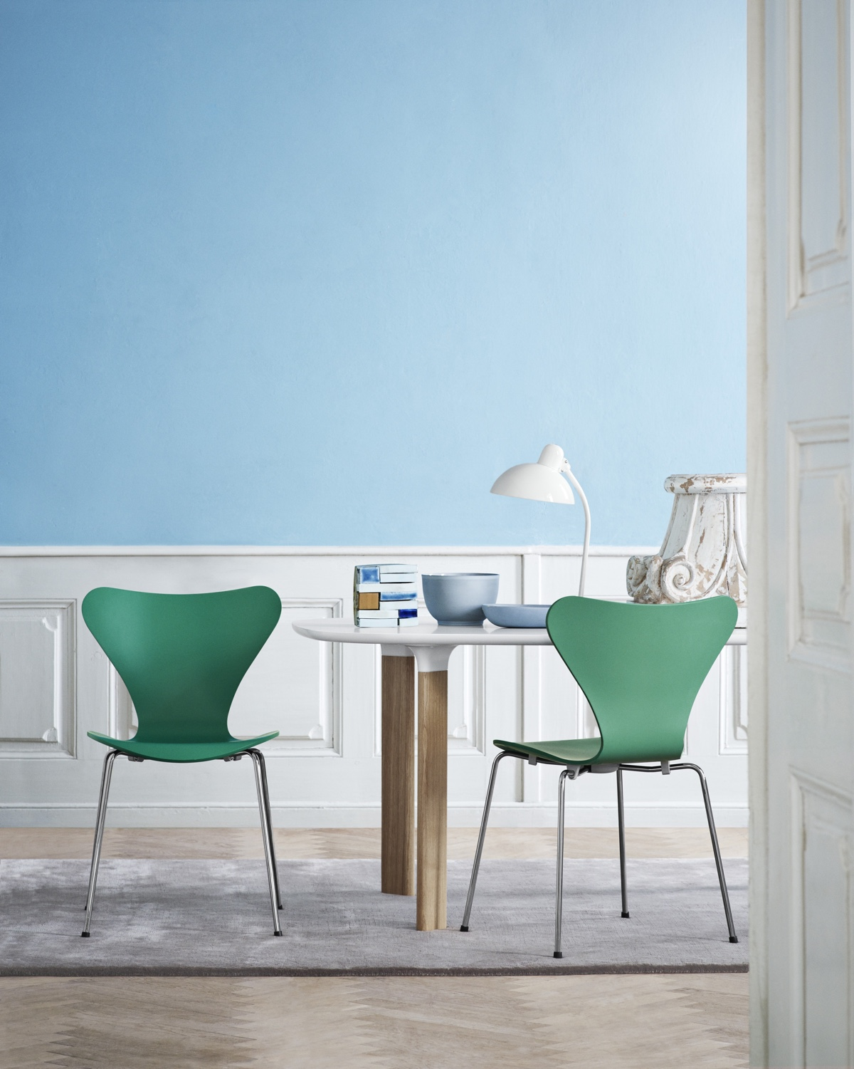 Series 7™ by Arne Jacobsen in Hüzün Green.
