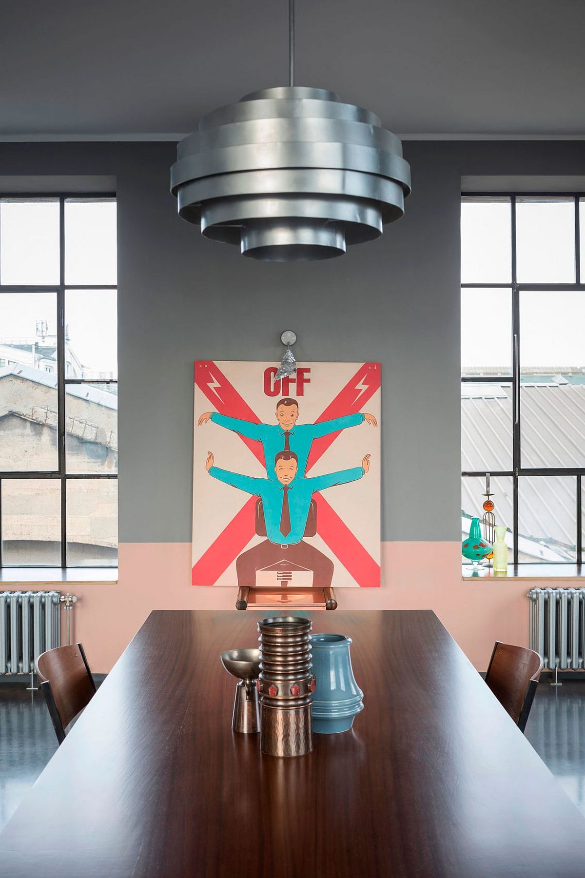 Smart wall art and vintage decor pieces for the modern dining area