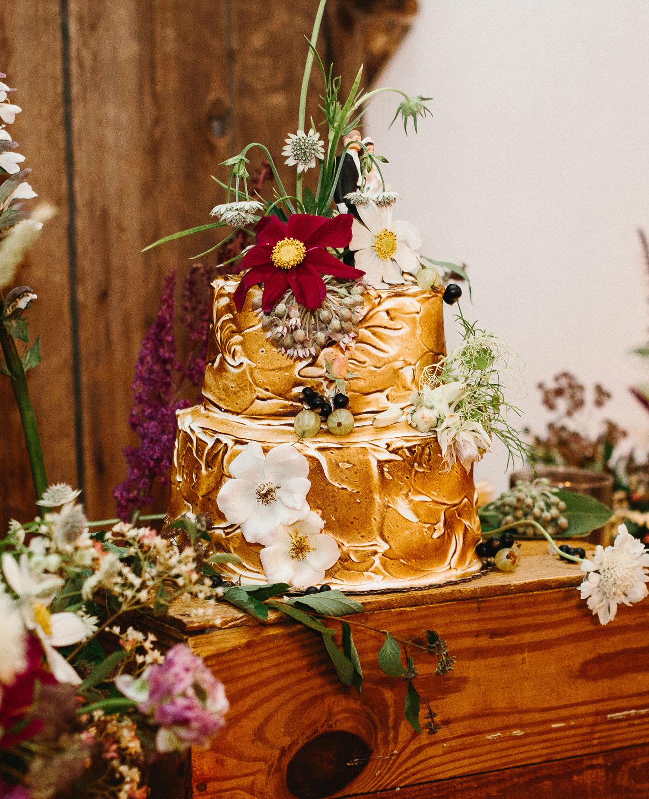Wedding cake by Sweetheart St. Johns via Green Wedding Shoes