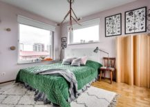 Bedding in green brigs color to the bedroom in gray